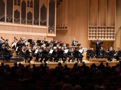 Dirigent Markus Poschner und das Bruckner Orchester Linz